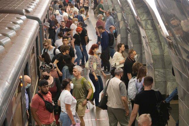 В Москве вновь штрафуют за отсутствие масок. Похоже, власти испугались новостей из Европы, где распространение вируса в последние недели ускорилось
