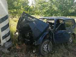 'Нива' врезалась в столб, погибли двое мужчин