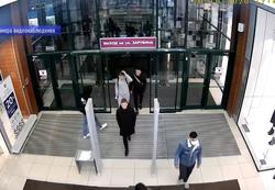 Юноша попался на краже пуховика в торговом центре