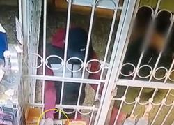 Грабитель не смог расплатиться чужой картой и попал на камеру