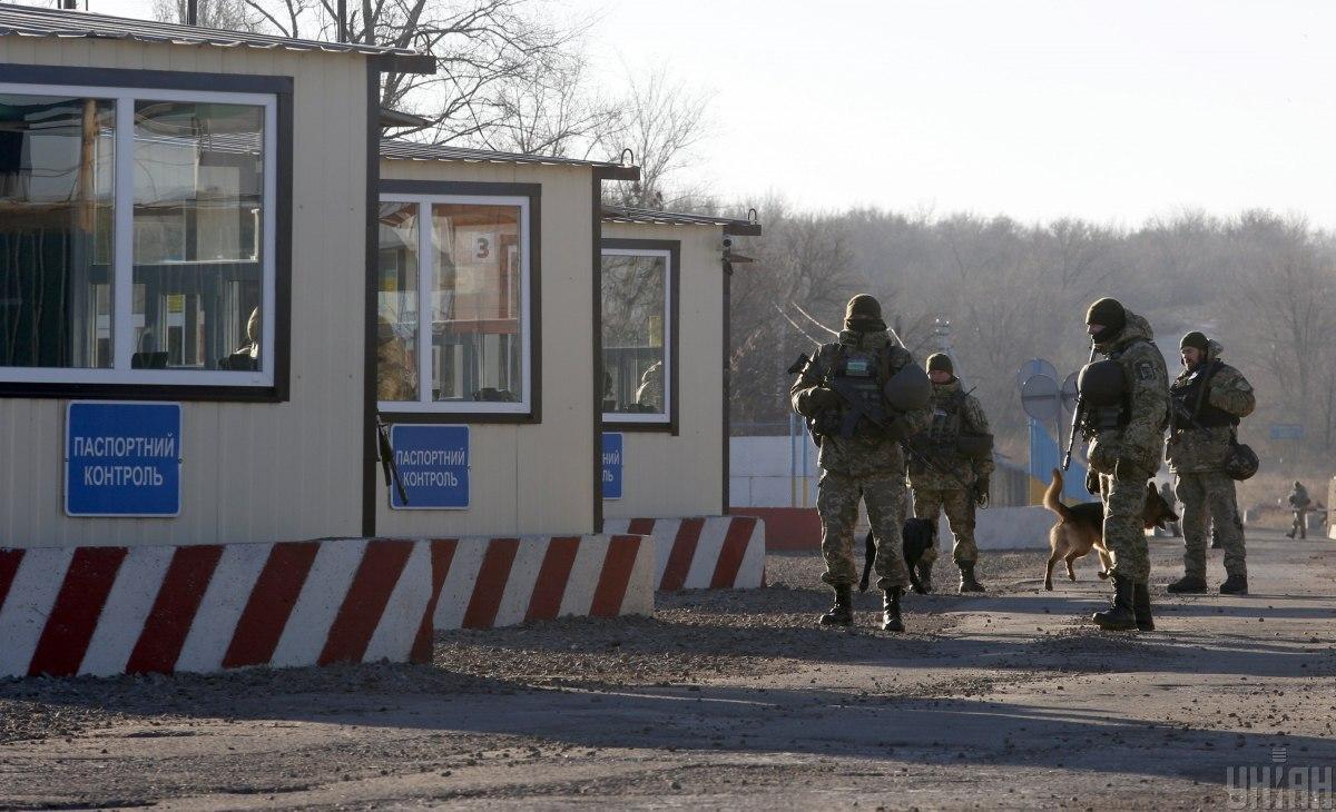 Оккупанты уже неделю блокируют работу КПВВ на Донбассе – украинская делегация ТКГ