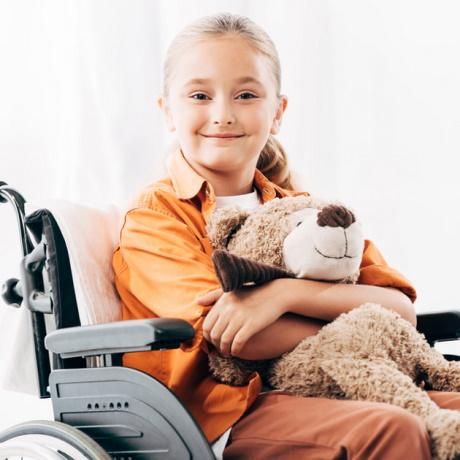 Гарантированная ребенку-инвалиду бесплатная медпомощь включает в себя, в том числе, медуслуги сверх программ госгарантий бесплатной медпомощи