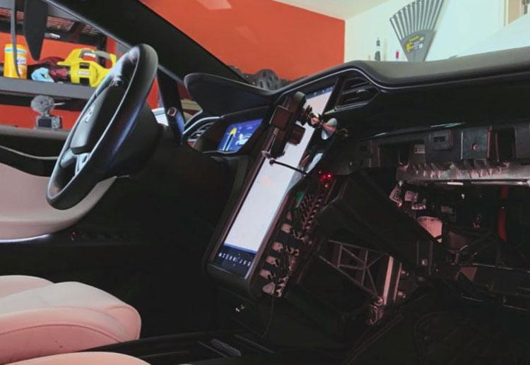 Почти у трети старых Tesla Model S и X отказывают дисплеи из-за малого объёма встроенной памяти. Возможен отзыв сотен тысяч машин