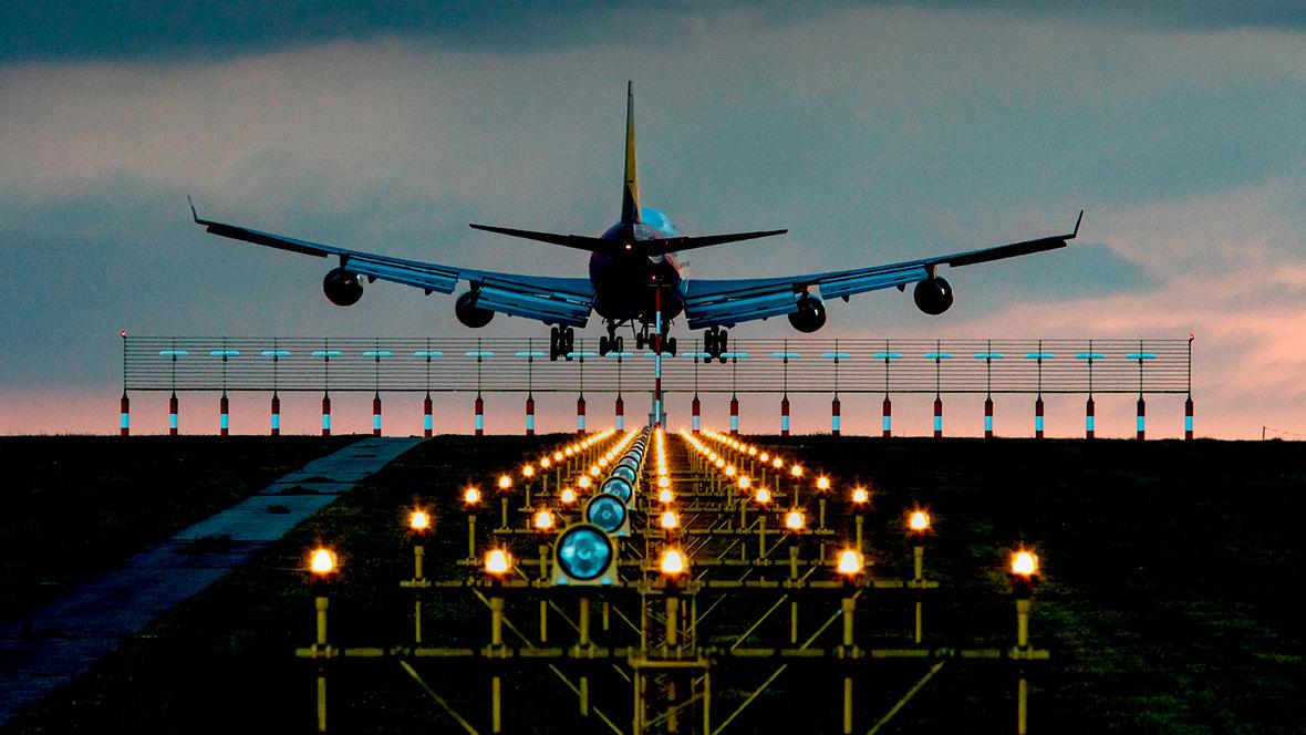 Туроператоры отменяют июльские туры за рубеж. Когда Россия восстановит авиасообщение?