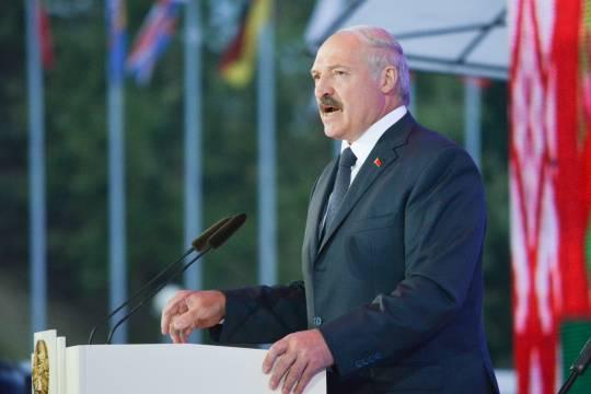 Лукашенко попросил у России предложить «нормальные условия»