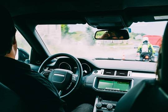 Врач рассказал, как избежать заражения коронавирусом в личном автомобиле