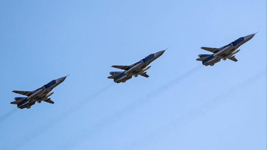 Репетиция авиапарада ко Дню Победы проходит в небе над Москвой