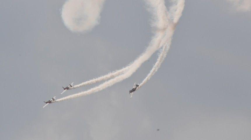 Видео: пилот из Новосибирской области вывел в небе надпись: «А где все?»