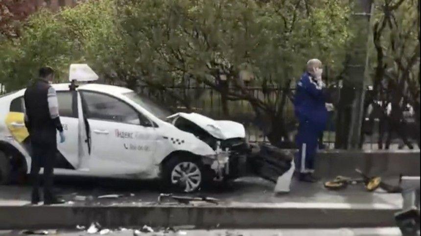 Водитель такси в центре Петербурга сбил насмерть мать с двумя детьми