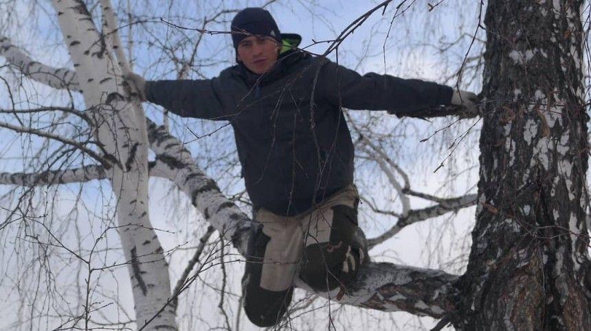 Студент, забиравшийся на березу ради учебы, встретится с главой Омской области