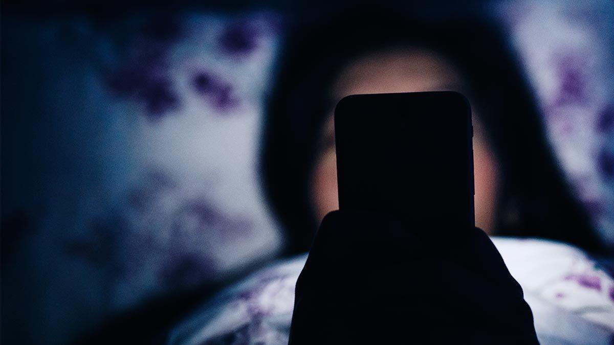 Частый просмотр экрана телефона может стать причиной депрессии
