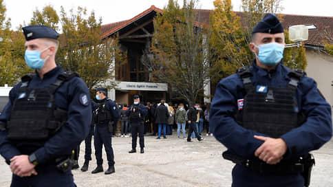 Чеченец решил дать урок Республике // Франция осуждает жестокое убийство учителя
