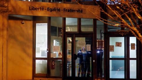 AFP: по делу об убийстве учителя во Франции задержаны 4 человека