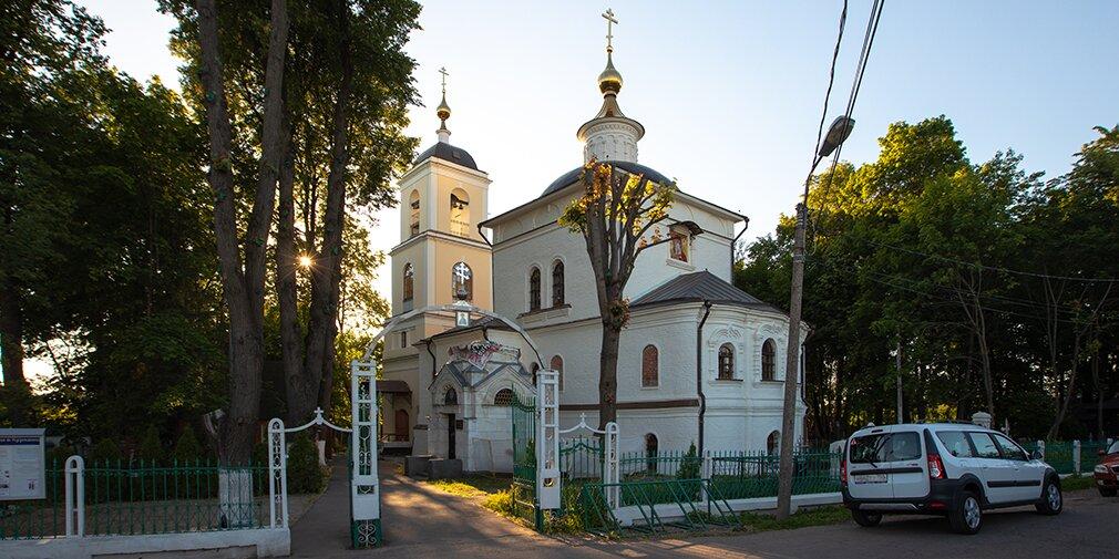 Памятник гвардейцу Петра I и столичная «пизанская» башня: пять видеоэкскурсий по районам Москвы