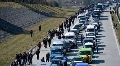 На границе Украины и Венгрии образовалась пробка из 200 автомобилей