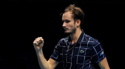 Подача с руки и матчбол в прыжке: как Медведев обыграл Зверева на Итоговом турнире ATP
