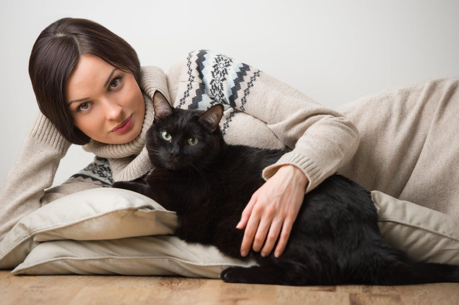 Почему одинокие женщины заводят себе кошек