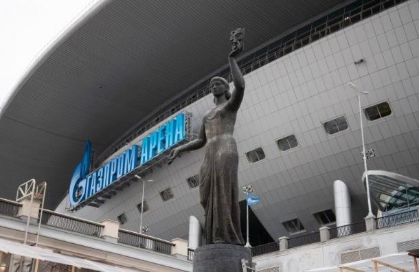 'Зенит' установил статуи из СКК перед 'Газпром Ареной'
