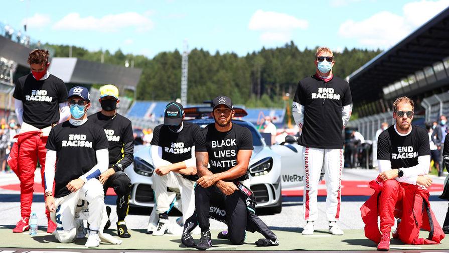 Пилота 'Формулы-1' обвинили в расизме за отказ повторно вставать на колено