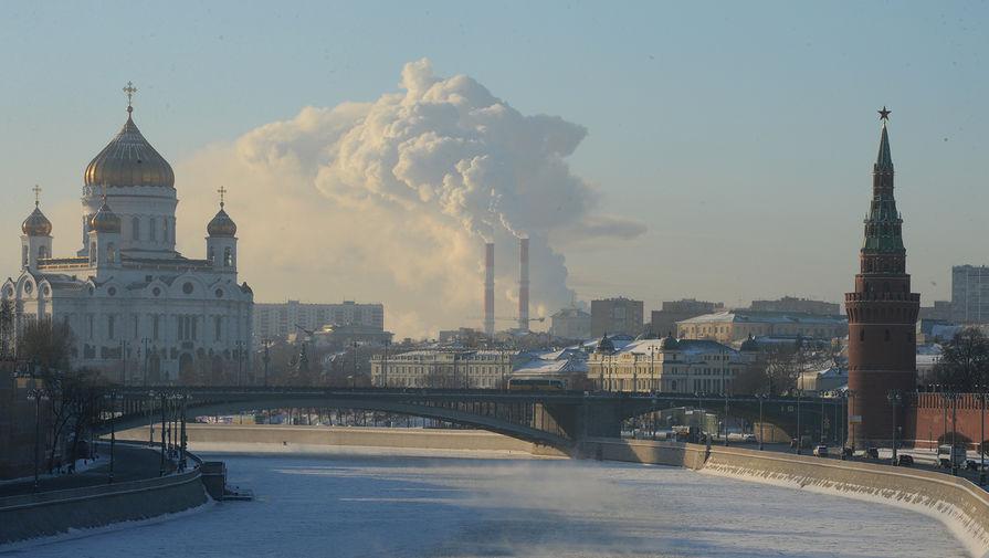 Машина упала в Москву-реку у Храма Христа Спасителя