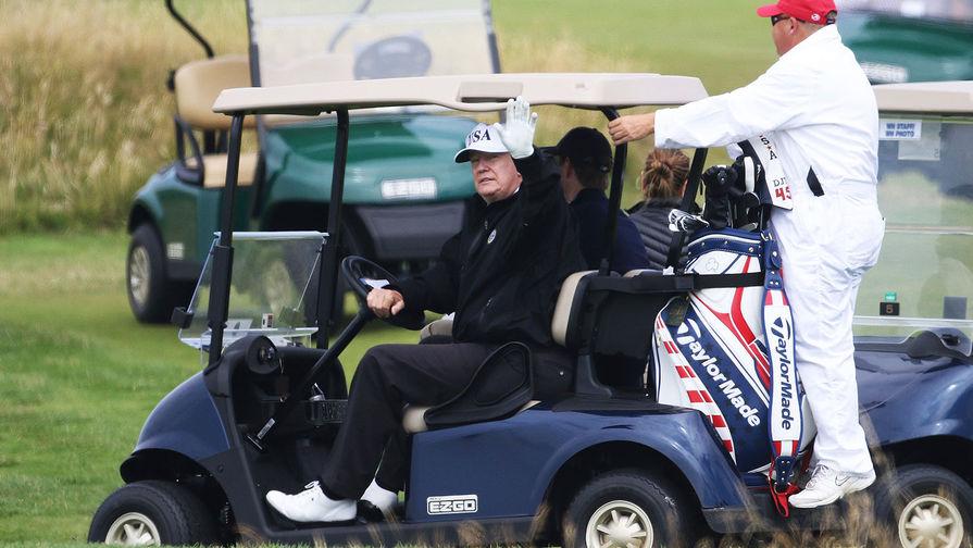 Трамп второй день подряд играет в гольф