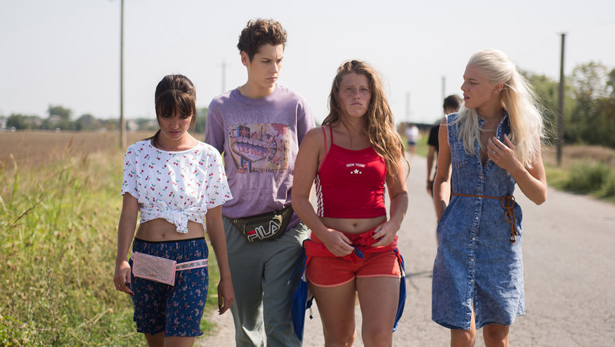 Zivert и звезды сериала 'Чики' стали 'Женщинами года'