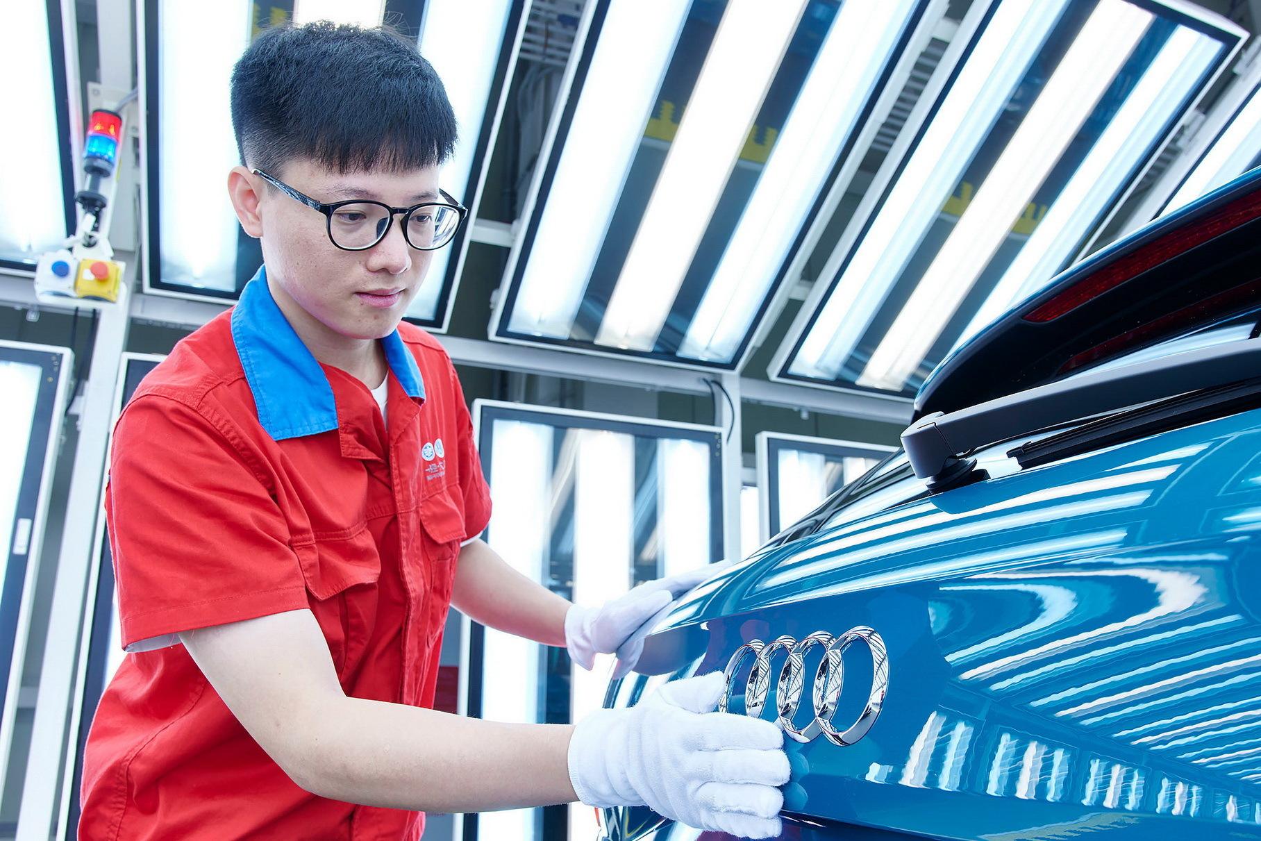 Китайцам разрешили выпускать электрокары на платформе Porsche Taycan