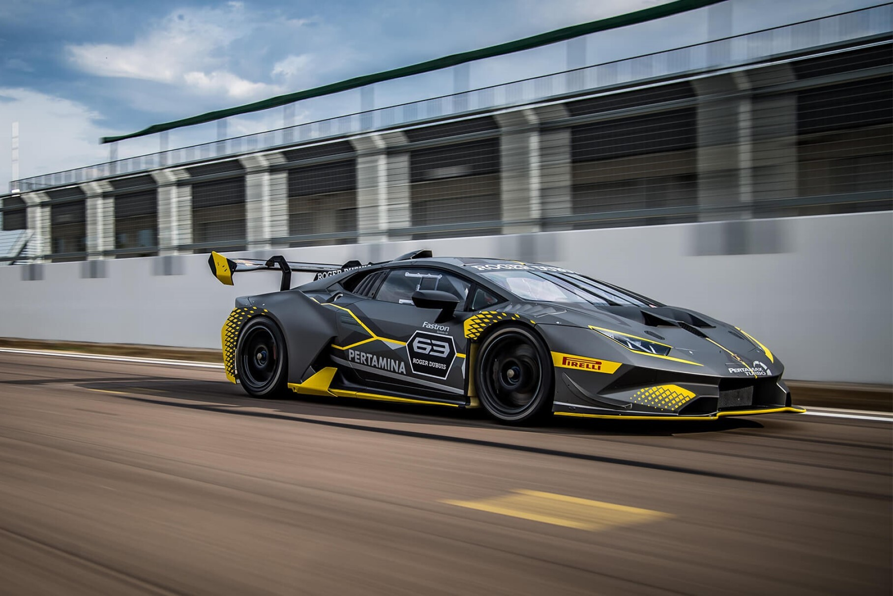 Lamborghini показала на видео новый Huracan