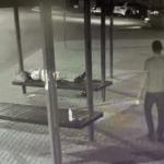 У заснувшего на остановке мужчины украли сумку с деньгами в Пятигорске