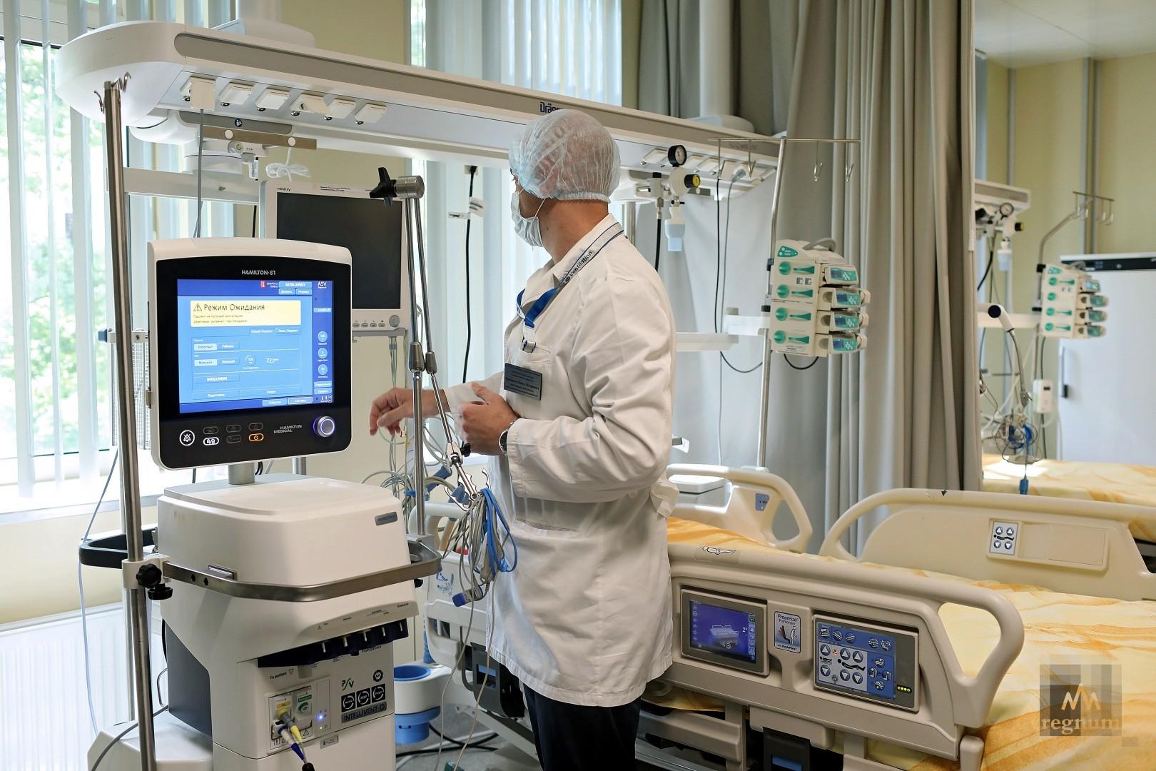 Доктор Мясников объяснил отмену повторного теста на SARS-CoV-2