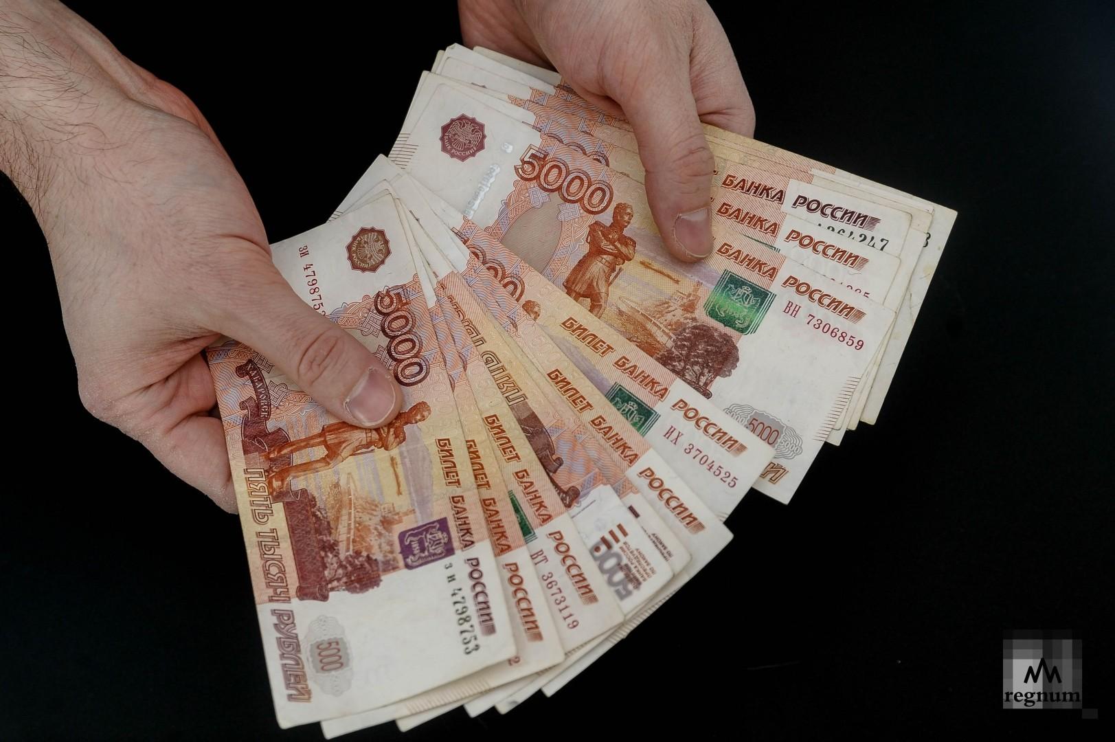 Правительство РФ выделило почти 62 млрд рублей на выплаты семьям