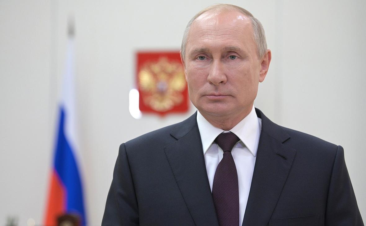 Путин поздравил десантников с Днем ВДВ