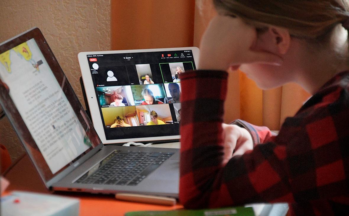 Старшеклассников в Москве перевели на дистанционный формат обучения