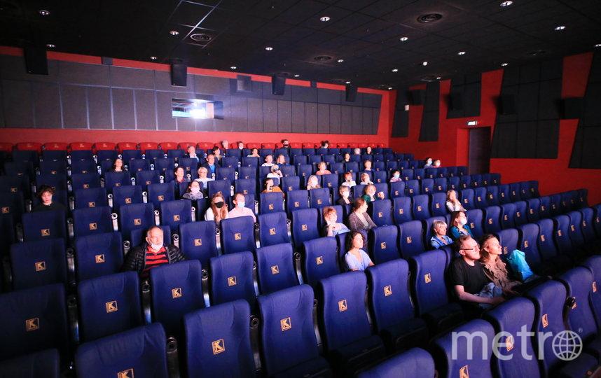 Кинотеатры в Москве возобновили работу: репортаж из кинозала