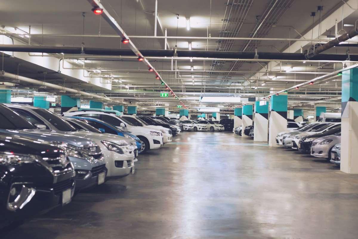 Стартап создал ИИ для парковки. Он платит автомобилистам, которые меньше ездят