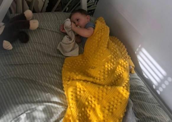 Как выглядят 5 минут тишины: мама показала, что натворил младенец с бабушкиным цветным шампунем