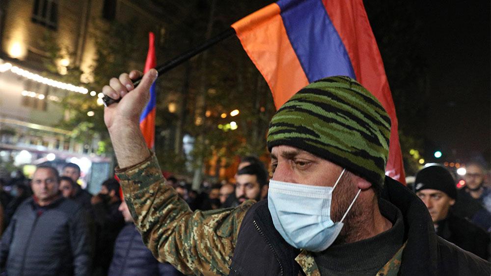 Путин прокомментировал протесты в Армении после соглашения по Карабаху