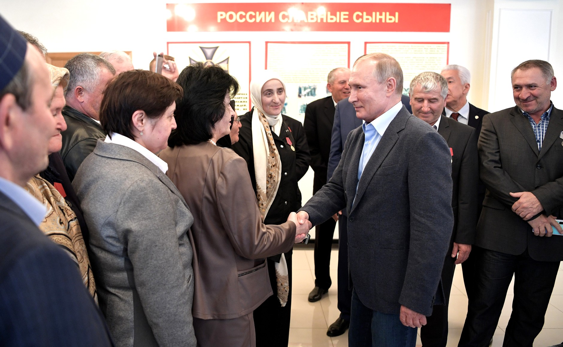 Песков заявил, что Путину не хватает живого общения с людьми