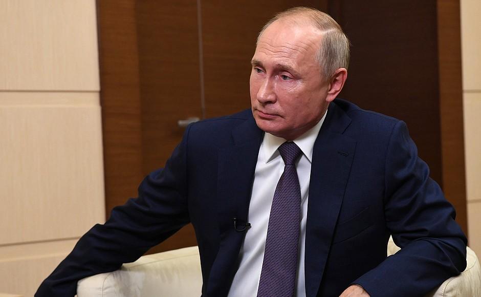 'Счёт шёл на часы'. Путин объяснил, почему проводить переговоры по Карабаху в рамках ОБСЕ было невозможно